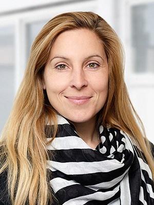 Simona Lerach, Salesmanagement