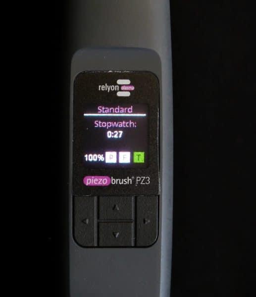 Prozesskontrolle mit dem piezobrush® PZ3 Plasma-Handgerät durch integriertes Display.